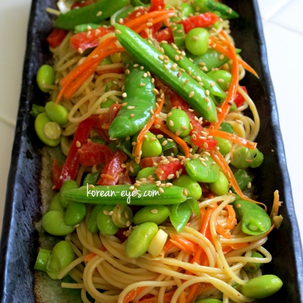 Cold Asian Noodle Salad with Peanut Dressing | Korean Eyes